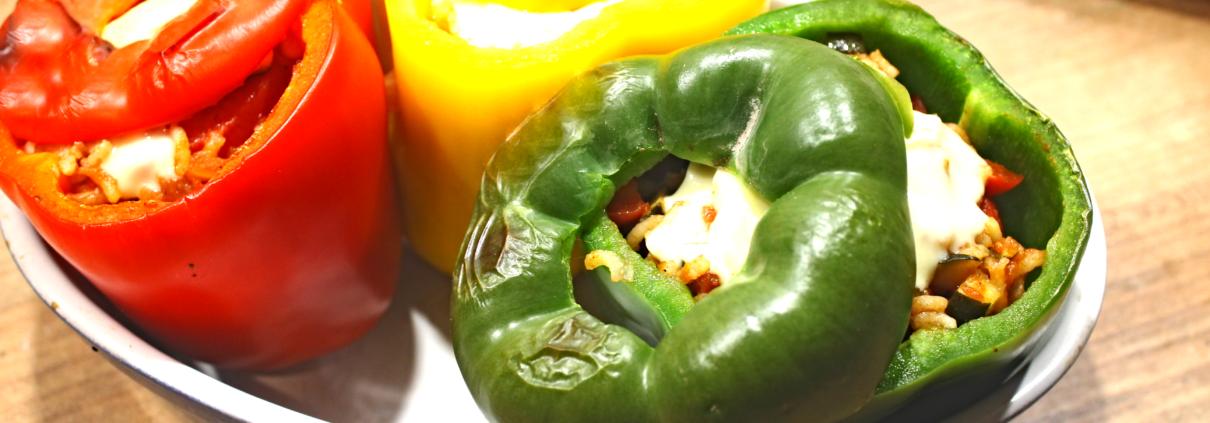 Gefüllte Paprika Gemüse und Reis überbacken mit Käse