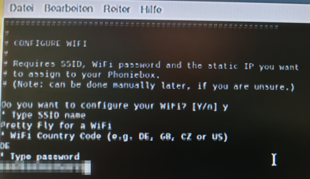 Tippt DE als WiFi Country Code ein und gebt euer WiFI Passwort ein.
