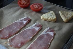 Bacon, Röstis und Tomaten können im Ofen zubereitet werden