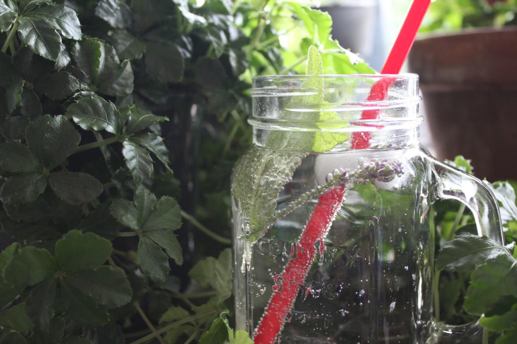 Mehr Wasser trinken ohne künstliche Zusatzstoffe